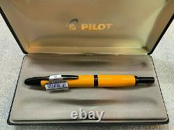 PILOT VANISHING Point Fountain Pen YELLOW and Matte Black MEDIUM Nib