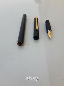 - Rare - Aurora fountain pen gold nib 14k black matte